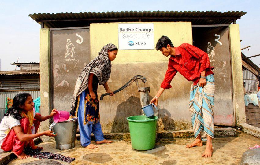 Collecting water in Kalshi, Dhaka