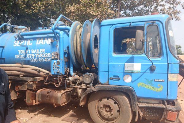 Vacuum tanker in Freetown