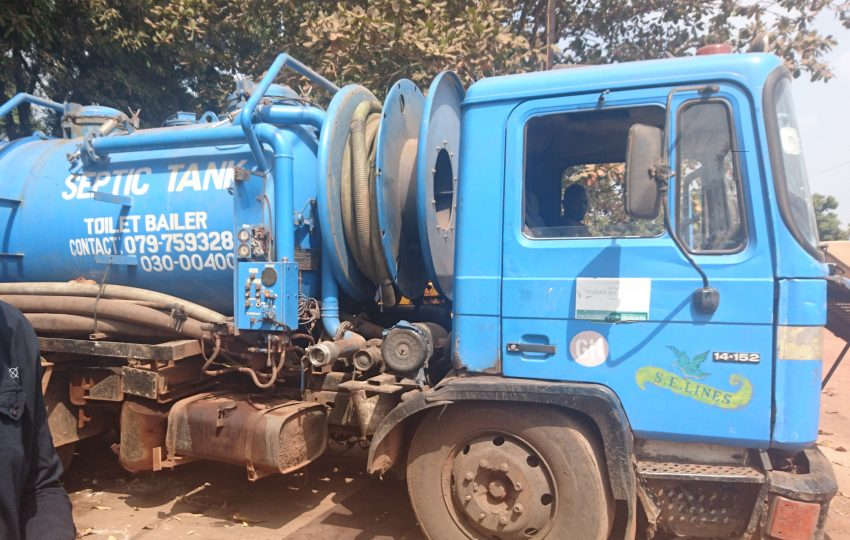Vacuum tanker in Freetown
