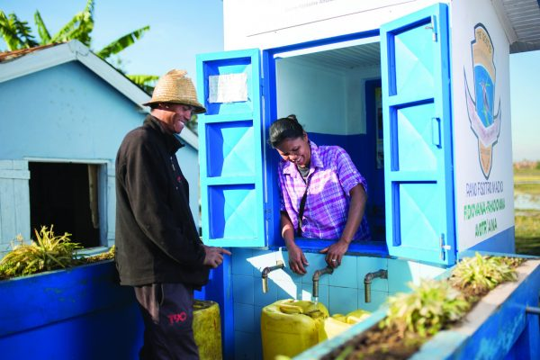 Kiosk operator serves a customer in Madagascar